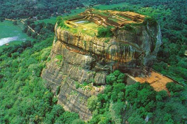 A királyi palotát rejtő Oroszlán szikla – Kasyapa titkos fellegvára