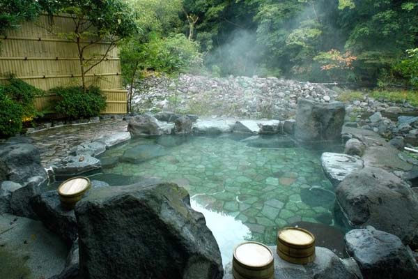 Japán vulkanikus gyógyfürdői az onsen fürdők