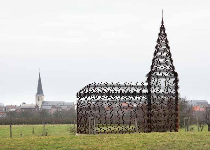 Átlátszó templom épült egy belga kisvárosban - szimbolikus üzenettel