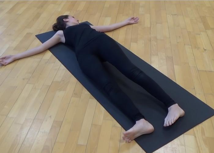 """Minden gerincproblémát megold a """"krokodil torna"""", amely hatékony gerinctorna."""