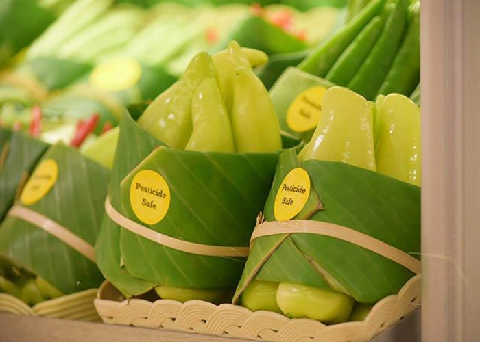 levelekbe csomagolják a zöldséget