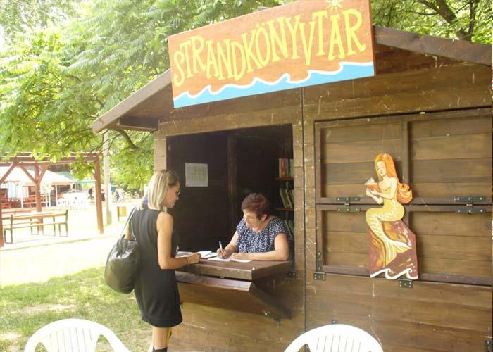 Ingyenes strandkönyvtár nyílt a tiszafüredi szabadstrandon