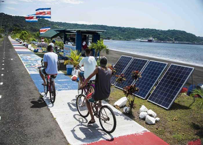Napelemes büfé nyílt Costa Rica tengerpartján