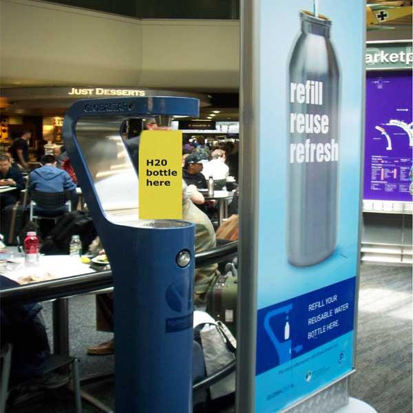 (Ingyenes víztöltő állomás a San Francisco-i repülőtéren)
