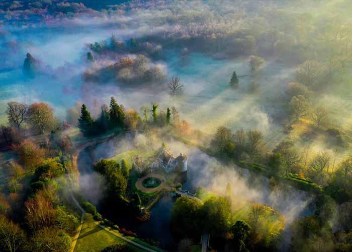 Ködbe borult skót kastély