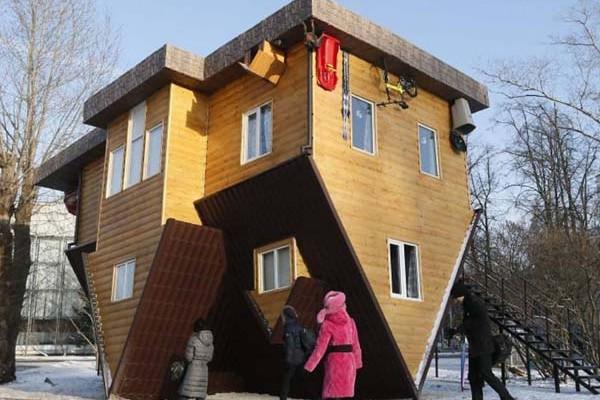 ház különböző szögekből)