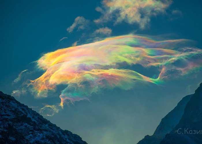 Színes felhők a szibériai hegyekben